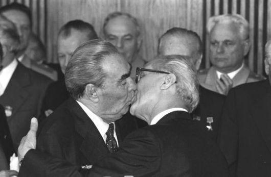 Breznev-Honecker_1979.jpg