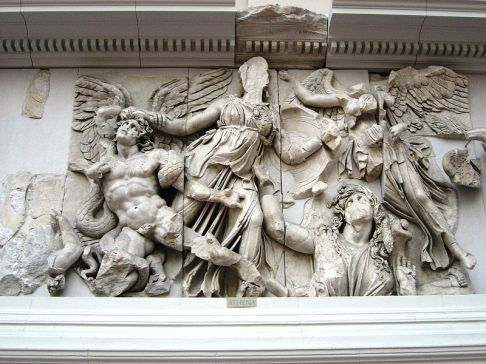 800px-Pergamonmuseum_-_Antikensammlung_-_Pergamonaltar_13